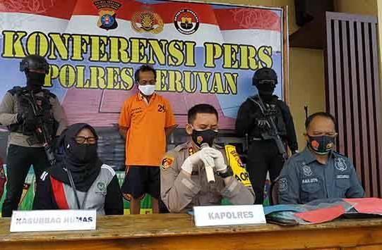 Kapolres Seruyan AKBP Bayu Wicaksono,saat memberikan keterangan kepada awak media, ketika digelar konferensi pers Jumat (11-12)