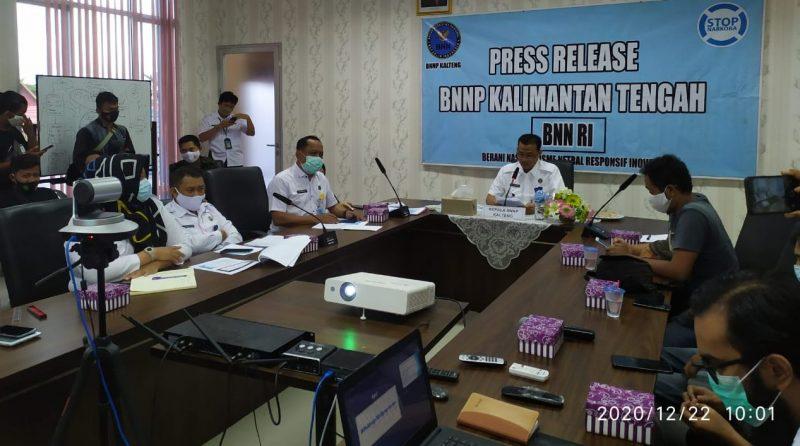 Kepala BNN Provinsi Kalteng Brigjen Pol. Drs Edi Swasono, MM saat press rilis, Selasa 22/12/2020. Foto : hs