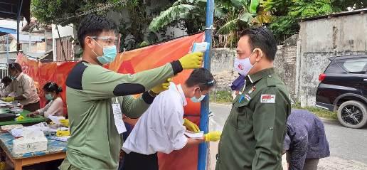 Ketua KPU Kalteng, Harmain Ibrahim saat ikut mencoblos Rabu (9-12)