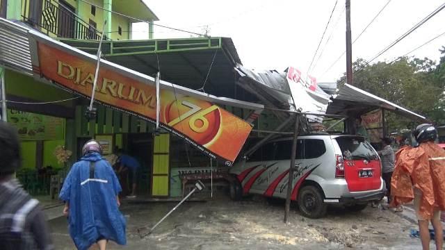 Mobil saat masih berada di lokasi seusai kejadian Sabtu (12-12)