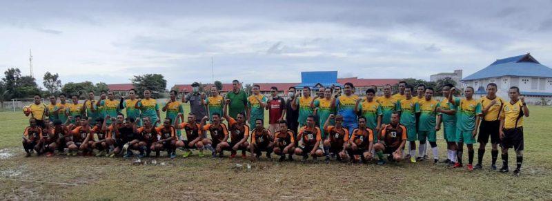 Ketua Umum KONI Kalteng, H. Eddy Raya Samsuri usai bermain sepakbola bersama pesepakbola di Buntok, Barito Selatan