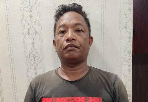 Salah seorang pelaku saat diamankan di Mapores Barut Rabu (6/1).
