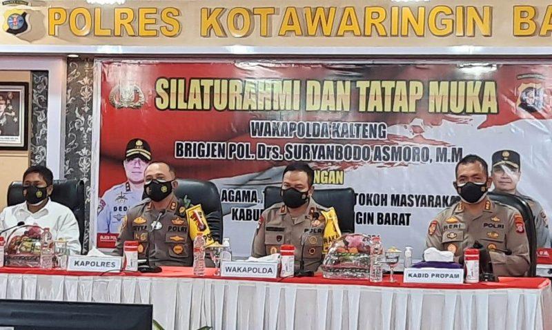 Wakapolda Kalteng Brigjen Pol Brigjren Drs Suryanbodo Asmoro saat menghadiri silaturahmi Kamis (14/1).