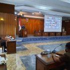 Salah seorang anggota dewan saat menyampaikan pandangan fraksinya di DPRD Kobar, Senin (18/1).