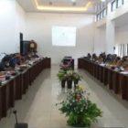 Anggota DPRD Barut saat menggelar rapat gabungan dengan eksekutif, Senin (25/1).