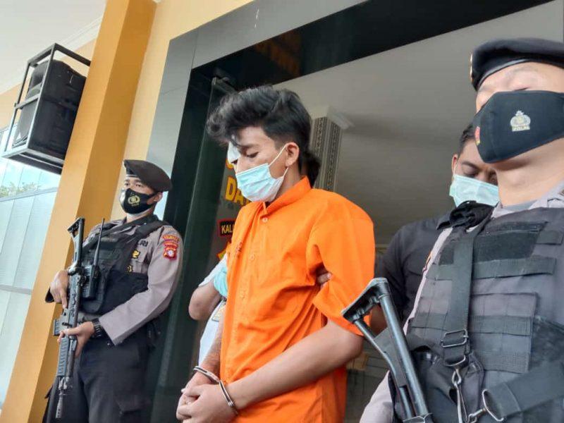 Pelaku penjambretan di Jalan Ramin 2 dan perampokan di Jalan Sisingamangaraja, Ongky Alexander saat jumpa pers di Polresta Palangka Raya, Sabtu (27/2/2021). Foto : am