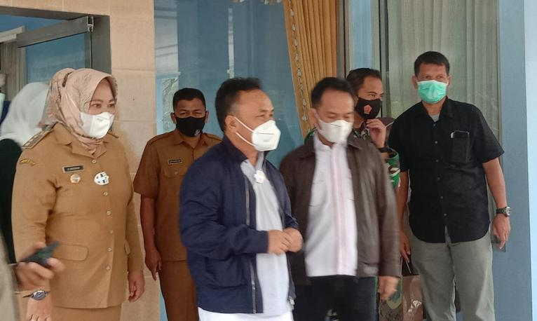 Gubernur Kalteng terpilih Sugianto Sabran saat memberikan keterangan kepada awak media, Senin (22/2).