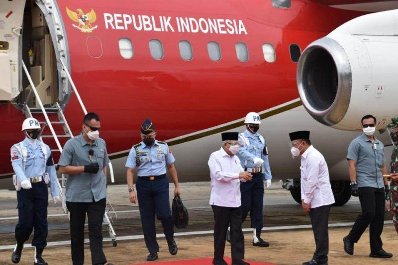 Gubernur Kalteng H. Sugianto Sabran pada saat menyambut Wakil Presiden RI KH. Ma'ruf Amin. Foto : Ra
