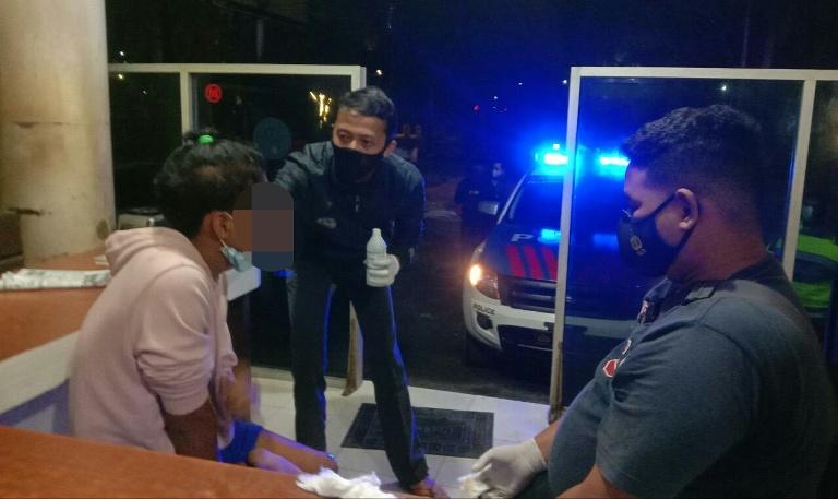 Remaja yang mengalami kecelakaan saat diamankan di Pos Lantas Bundaran Besar Minggu (7/3) malam.