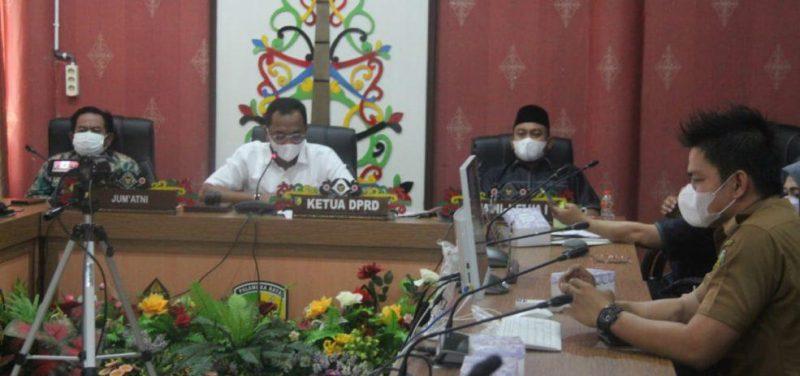 Ketua DPRD Kota Sigit K Yunianto saat memimpin rapat paripurna secara virtual, Rabu (31/3).