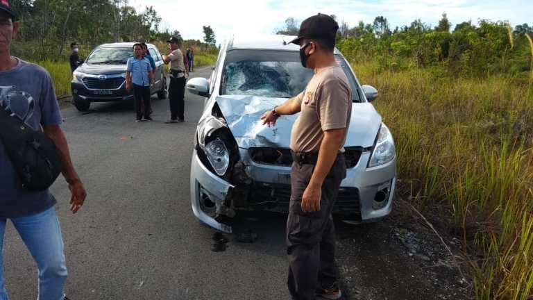 Anggota polisi saat berada di lokasi melakukan olah TKP, Minggu (16/5).