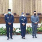 Ketua DPRD Barito Utara Hj Mery Rukaini saat poto bersama, seusai rapat paripurna.