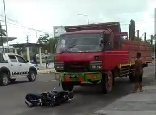 Dua kendaraan saat masih berada di lokasi kejadian, Rabu (9/6).