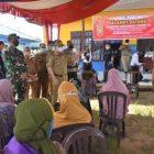 Bupati Kapuas Ben Brahim saat meninjau pelaksanaan vaksinasi di Kecamatan Dadahup, Selasa (15/6).