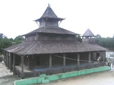 Masjid Kyai Gede di Kecamatan Kotawaringin Lama (Kolam) Kobar.
