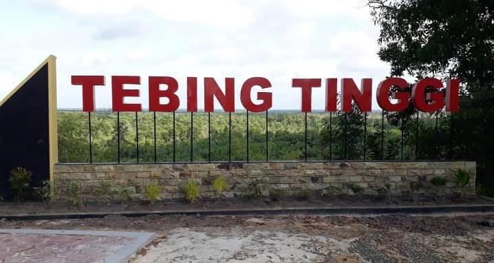 Objek wisata Tebing Tinggi yang terletak di Desa Kumpai Batu Atas Kecamatan Arut Selatan Kabupaten Kobar.