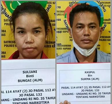 Kedua pelaku saat diamankan di Mapolres Kapuas, Rabu (15/9).