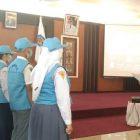 Sekda Mura Hermon F Lion saat mengukuhkan anggota forum anak Kabupaten Mura, Senin (25/10).